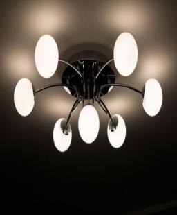 نصائح لإضاءة غرفة نومك. ما الذي تحتاج إلى معرفته؟
