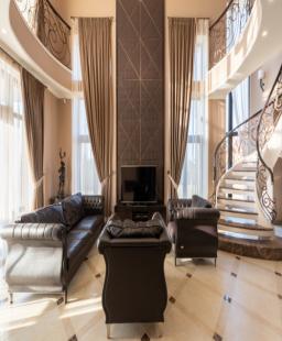 ما هي تكلفة الاستعانة بخبرات مصمم ديكور داخلي بارع في دبي؟