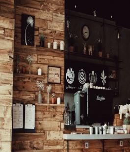 5 Small-Space Friendly Home Bar Ideas